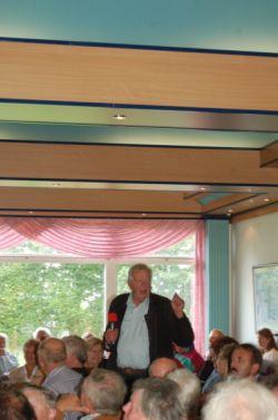 Günter Bewing appelliert an die Interessenvertreter, die Pläne als Chance für die Marina zu betrachten und wirft ihnen Schwarzmalerei vor. Foto: Schmidt