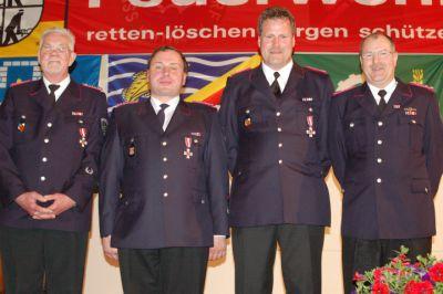Langjährige Kameraden (von links): Uwe Bernd aus Lutterbek, Jan Behrend aus Brodersdorf, Jörn Kenklies aus Wendtorf und Roland Stephan aus Stein. Foto: Schättler